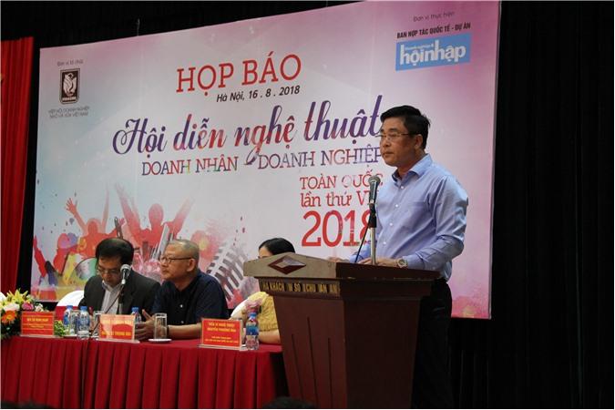 Đồng chí Nguyễn Cao Sơn – Phó Ban tổ chức thường trực, phát biểu khai mạc buổi họp báo. Ảnh: Ánh Tuyết.