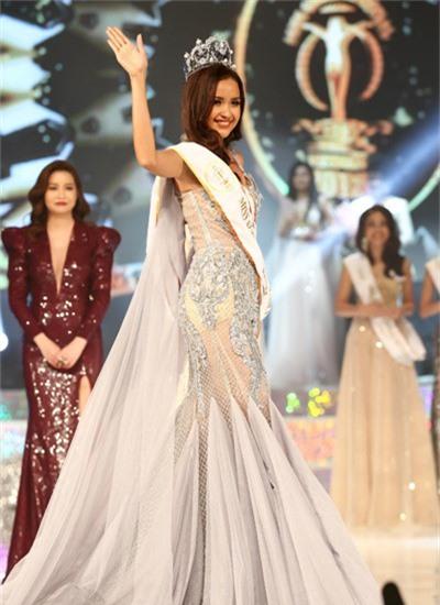 Từ vai trò người mẫu, Ngọc Châu chinh phục vương miện cuộc thi nhan sắc.