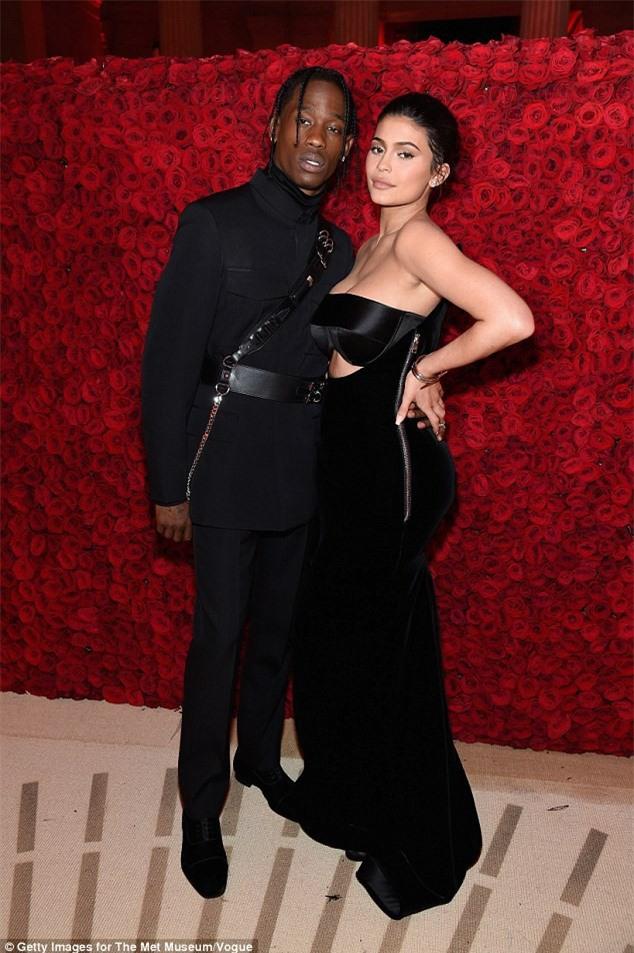 Kylie Jenner và bạn trai Travis Scott.