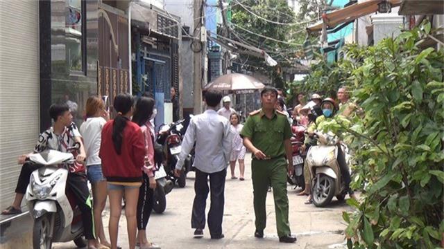Nghi phạm sát hại nữ tu ở Sài Gòn tự tử khi bị vây bắt. Bị công an bố ráp, nghi phạm sát hại nữ tu ở TPHCM đã tìm cách uống thuốc độc tự tử nhưng bị công an ngăn chặn, đưa đi cấp cứu kịp thời. (CHI TIẾT)