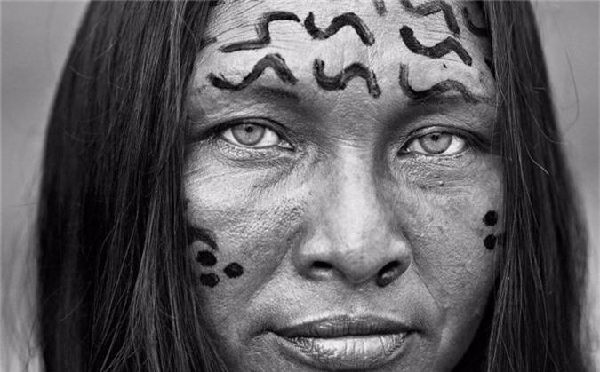 Bức chân dung Penha Goes, một người bộ lạc Yanomami.