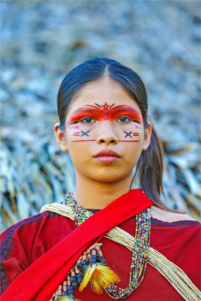 Cô gái bộ tộcAshaninka ở làng Apiwtxa.