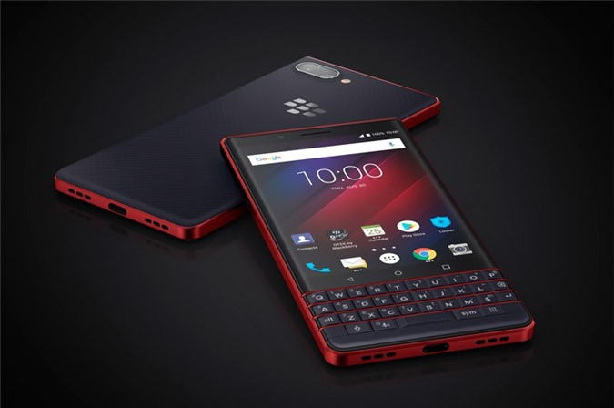 BlackBerry KEY2 LE có 3 màu đen, vàng và đỏ. Phiên bản RAM 3 GB có giá 399 USD (tương đương 9,30 triệu đồng). Giá bán của phiên bản RAM 4 GB là 449 USD (10,46 triệu đồng).