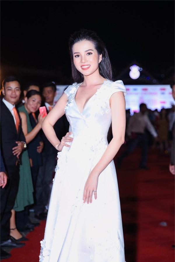 Hoa khôi Sinh viên Cần Thơ - Thuý Vi sắp đại diện Việt Nam thi Hoa hậu Châu Á Thái Bình Dương.