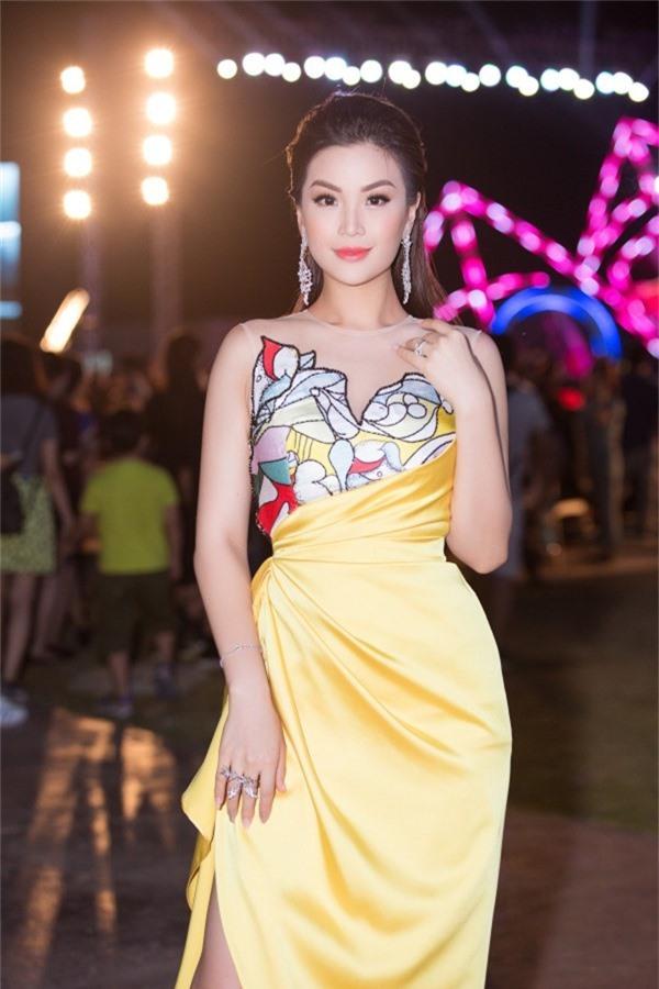 Á hậu Diễm Trang làm MC chương trình tối 1/9.
