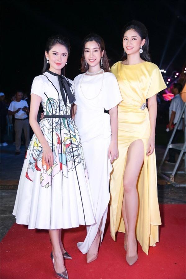 Top 3 Hoa hậu Việt Nam 2016 luôn thân thiết với nhau.