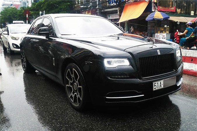 MC Ngoc Trinh so huu Rolls-Royce Ghost tien ty do Black Badge-Hinh-2