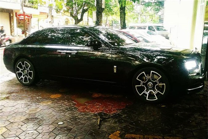 MC Ngoc Trinh so huu Rolls-Royce Ghost tien ty do Black Badge-Hinh-3