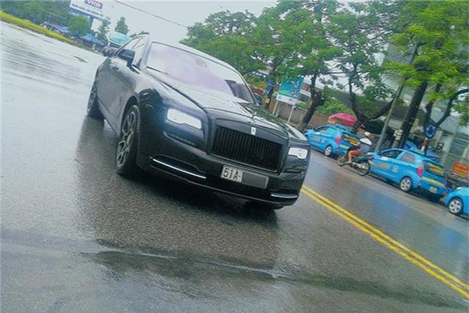 MC Ngoc Trinh so huu Rolls-Royce Ghost tien ty do Black Badge-Hinh-5