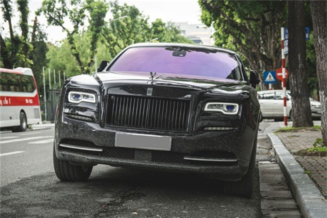 MC Ngoc Trinh so huu Rolls-Royce Ghost tien ty do Black Badge-Hinh-8