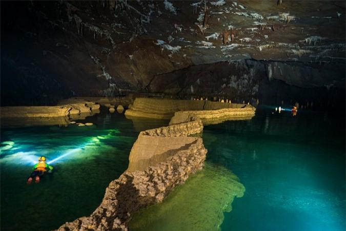 Bên trong hang Va. Ảnh: Oxalis Adventure