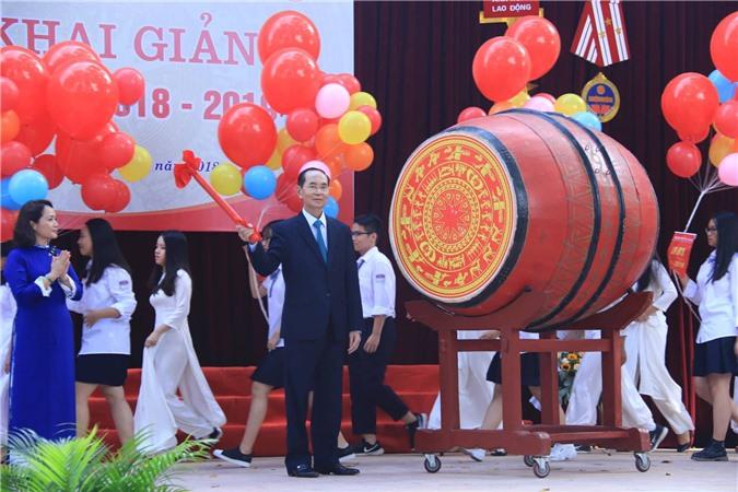 Chủ tịch nước Trần Đại Quang đánh trống khai giảng năm học 2018 - 2019 tại trường THPT Chu Văn An.