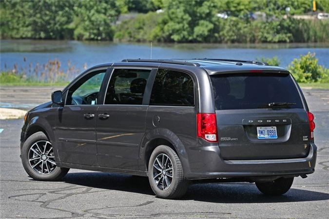 2. Dodge Grand Caravan (doanh số: 105.099 chiếc).