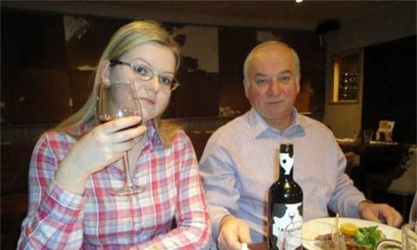 Hai cha con cựu đại tá tình báo Nga Skripal (Ảnh: Sputnik)