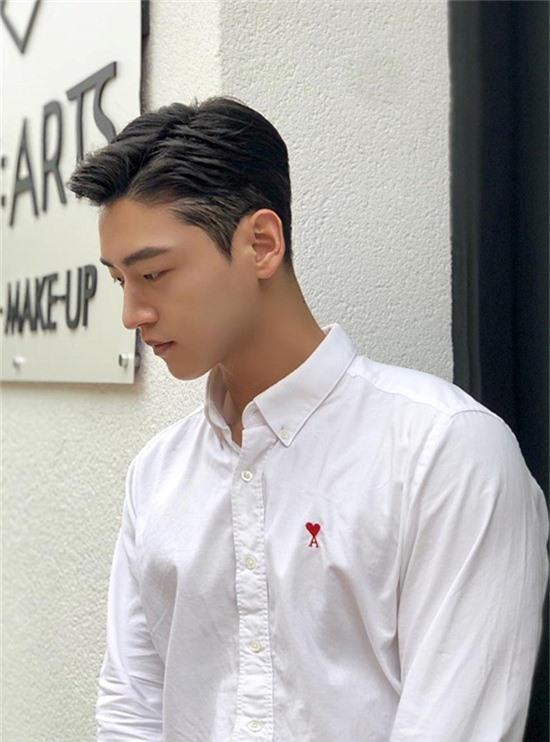 Bạn trai Go Hara làm nghềtạo mẫu tóc, cả hai quen biết nhau thông qua một chương trình truyền hình.