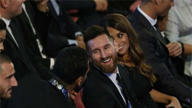 Khong co Qua bong vang, Messi van tham du le trao giai The Best hinh anh 2