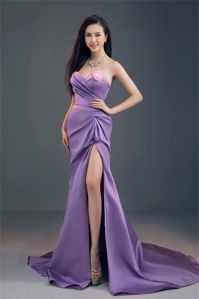 Á hậu 2 Nguyễn Thị Thuý An sinh năm 1997. Cô cao 1,68 m với các số đo 83-65-89. Thuý An là sinh viên trường Đại học Công nghệ TP.HCM.