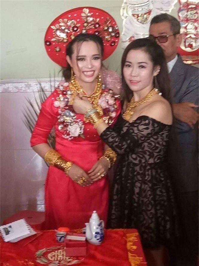 'Hotgirl' Hậu Giang đeo 129 cây vàng trong ngày cưới gây sốc - ảnh 1