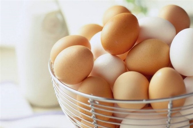 Chỉ với vài quả trứng, bạn có thể chế biến món trứng ốp lết con nhộng vô cùng đơn giản vả nhanh gọn.
