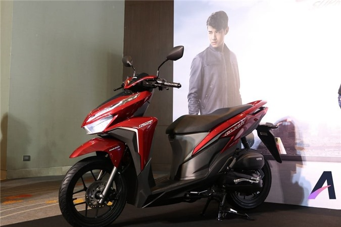 Xe có thiết kế nam nhìn thể thao, với phanh đĩa trước và đèn pha LED.