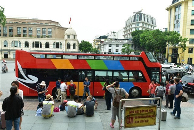 Xe buýt 2 tầng được sử dụng làm phương tiện phục vụ khách du lịch nội thành Hà Nội