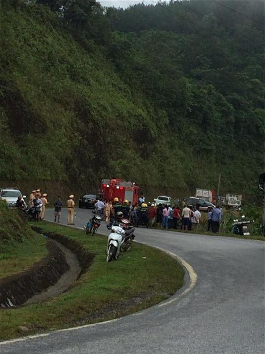 Xe 7 chỗ chở 5 người bất ngờ lao xuống vực sâu 100 m trên đèo Giàng - Ảnh 2.