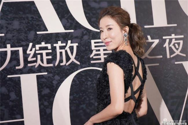 Dương Di trông béo hơn trước. Một nguồn tin cho hay, cô đang nỗ lực để mang thai. Cô kết hôn với tài tử Lã Trọng Khiêm từ năm 2016, đến giờ cả hai vẫn chưa có tin vui.