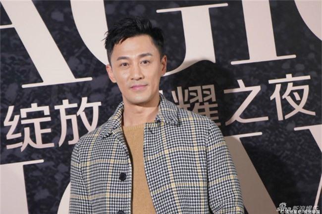 Trong khi đó, Lâm Phong từ chối mọi câu hỏi liên quan đến cô bạn gái hiện tại, người mẫu Trương Hinh Nguyệt.