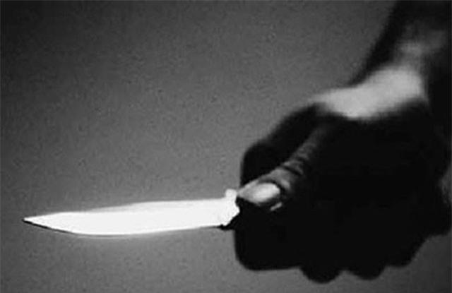 Chồng dùng dao đâm vợ tử vong trong đêm. Do mâu thuẫn tình cảm, người chồng dùng dao đâm nhiều nhát khiến vợ tử vong tại chỗ. (CHI TIẾT)