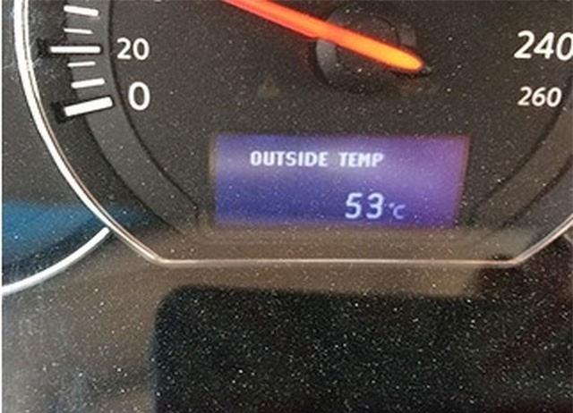 """1. Nhiệt độ muốn """"chảy cả mỡ"""" - 48 độ C đến 54 độ C Sự phá hủy tầng Ozone khiến cho nhiệt độ của nhiều nơi vào đến mức báo động, người ta ghi nhận ở Arizona có khi nhiệt độ lên tới 48 độ C hay 54 độ C ở Kuwait. Với thời tiết như vậy thì ngay cả ngồi trong ô tô cũng có thể chín người vì nóng."""