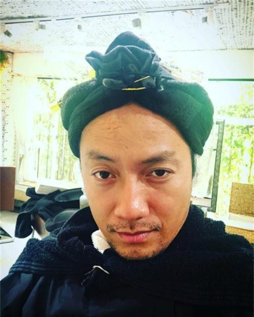 Rapper Tiến Đạt tự nhận mình là nhà tiên tri trong bức hình mới đăng tải.
