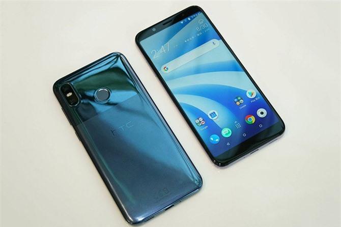 """""""Trái tim"""" của HTC U12 Life là vi xử lý Qualcomm Snapdragon 636 lõi 8 với tốc độ tối đa 1,8 GHz, chip đồ họa Adreno 509. RAM 4 GB/ROM 64 GB hoặc RAM 6 GB/ROM 128 GB. Cả 2 phiên bản đều có thể mở rộng dung lượng lưu trữ qua khay thẻ microSD với dung lượng tối đa 512 GB. Hệ điều hành Android 8.1 Oreo, được tùy biến trên giao diện HTC Sense."""
