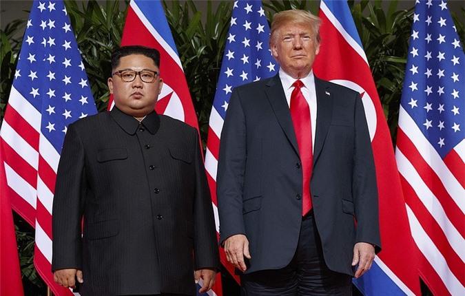 Nhà lãnh đạo Triều Tiên Kim Jong-un (trái) và Tổng thống Mỹ Donald Trump.