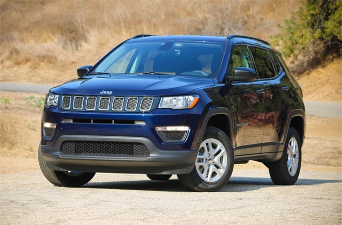 10. Jeep Compass (doanh số: 16.525 chiếc).
