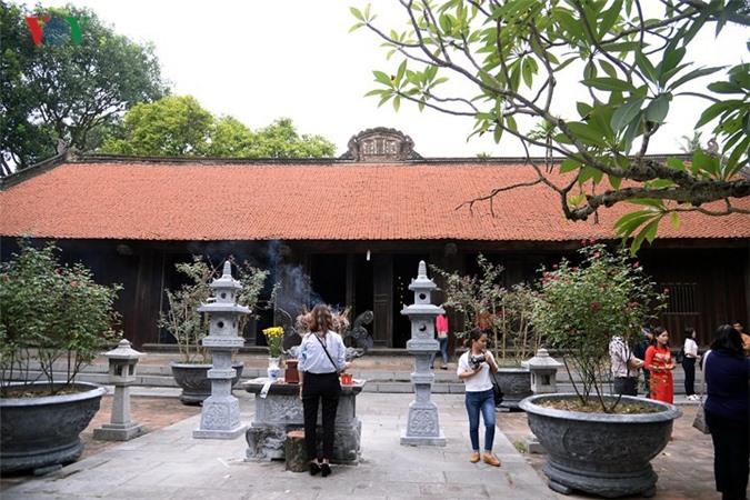 Chùa Vĩnh Nghiêm tọa lạc ở làng Đức La xã Trí Yên huyện Yên Dũng tỉnh Bắc Giang, Việt Nam, còn được gọi là chùa Đức La, là một trung tâm Phật giáo, nơi đào tạo tăng đồ cho cả nước, nơi phát tích Tam Tổ phái Thiền Trúc Lâm của Phật giáo Việt Nam, một viên ngọc sáng trong các chùa cổ Việt Nam.