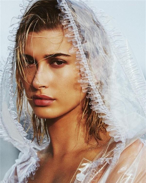 Trước khi đi ngủ, vợ sắp cưới của Justin Bieber luôn dùng dầu dừa để dưỡng ẩm tóc.