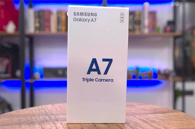 Hộp đựng Samsung Galaxy A7 2018.