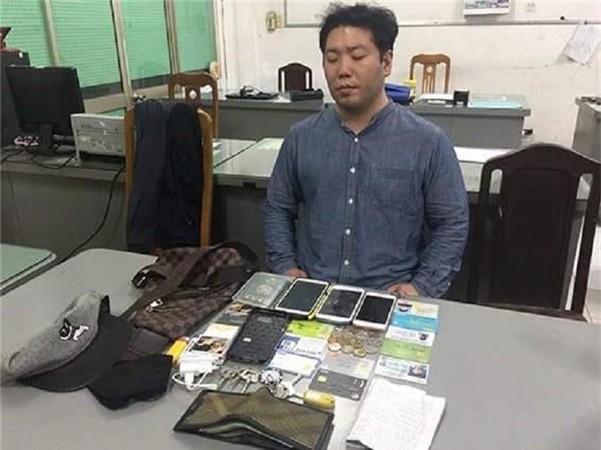 Người đàn ông Hàn Quốc sát hại nhân tình sau khi ân ái. Sau khi ân ái, Noh Dearyong bị chị H. đòi tiền nên 2 người cãi nhau, Noh Dearyong ra tay sát hại chị H. cướp tài sản rồi bỏ trốn. (CHI TIẾT)