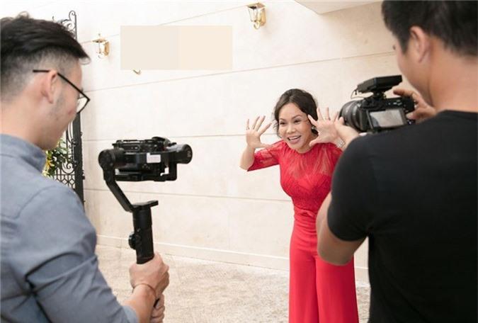 Nhạc sĩ Đức Huy đưa vợ xinh đẹp kém 44 tuổi đi dự event - ảnh 10