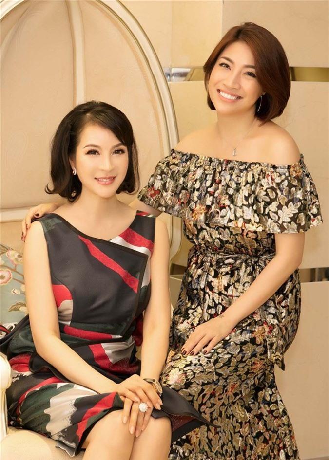 Nhạc sĩ Đức Huy đưa vợ xinh đẹp kém 44 tuổi đi dự event - ảnh 5