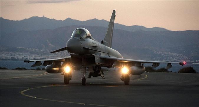 Chiến đấu cơ Anh đã liên tục tung đòn diệt khủng bố ở Syria và Iraq gần đây.