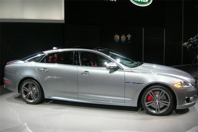 9. Jaguar XJL. Mức rớt giá sau 5 năm sử dụng: 66,4%.