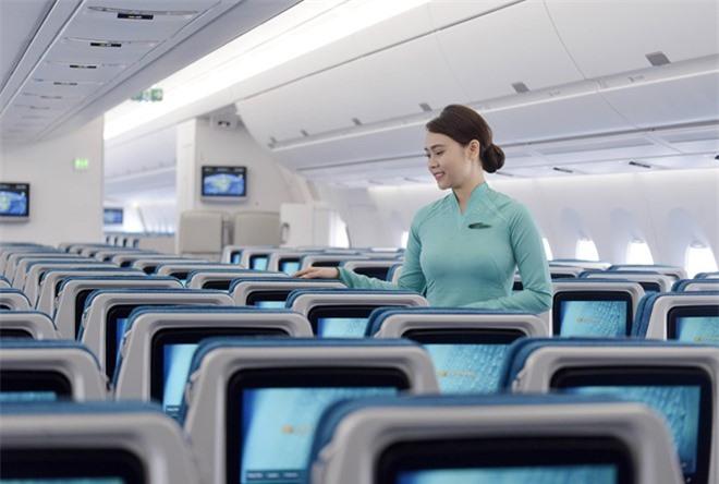 Vietnam Airlines vừa được xếp hạng tuyệt đối 7/7 sao về an toàn hàng không bởi AirlineRatings (ảnh TL).