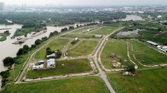 Hạ tầng tại Khu dân cư Bắc Rạch Chiếc (Q.9, TP.HCM) vẫn còn ngổn ngang và đất trống còn nhiều (Ảnh: NQ).