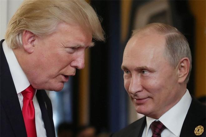 Tổng thống Mỹ Donald Trump (trái) và người đồng cấp Nga Vladimir Putin.
