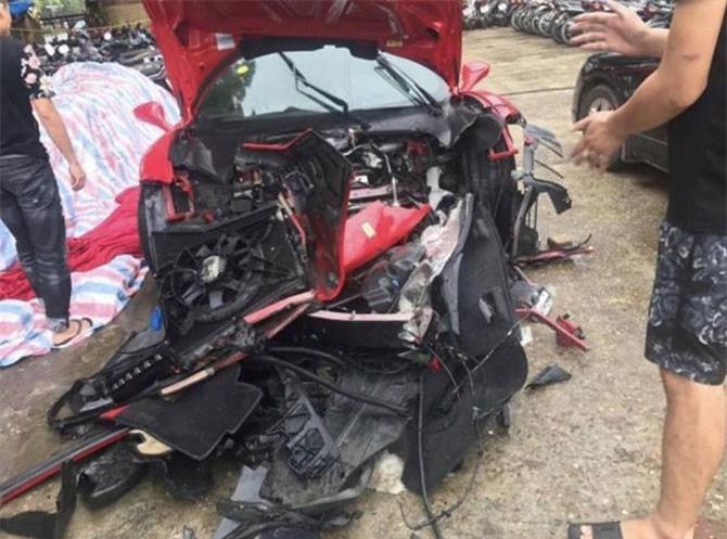 Siêu xe của Tuấn Hưng sau khi gặp nạn.