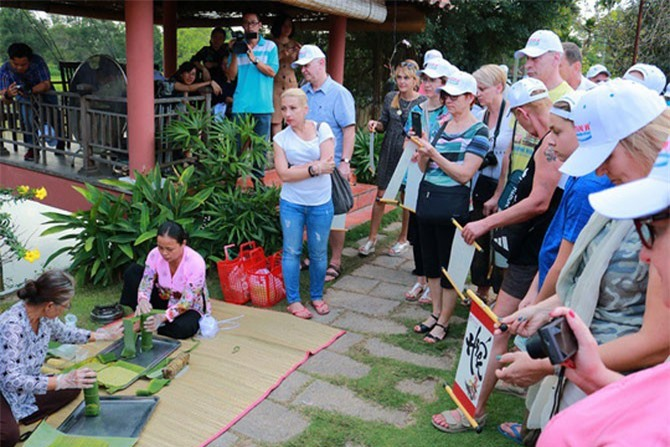Văn hóa Việt Nam đang thu hút được sự chú ý của du khách nước ngoài.
