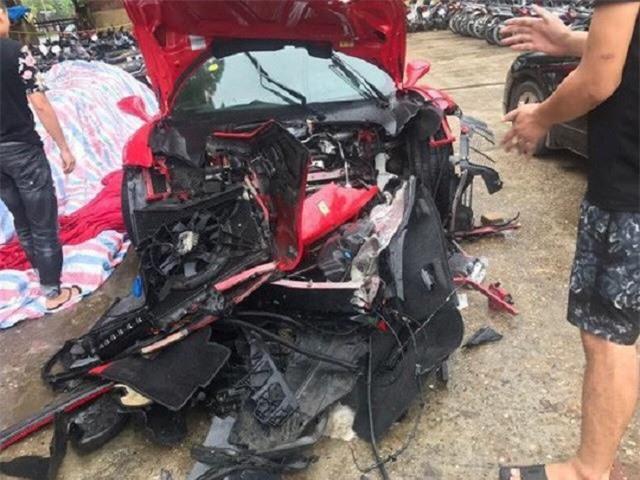 Chiếc siêu xe bị nát đầu sau vụ tai nạn - Ảnh: Otofun