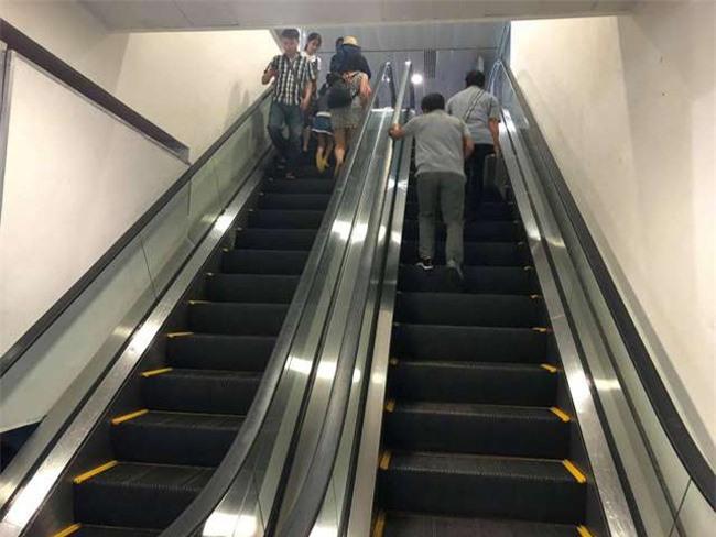 Băng chuyền hành lý, thang máy ngừng hoạt động do sự cố mất điện đột ngột sáng 18-10 ở sân bay Tân Sơn Nhất (ảnh TL).