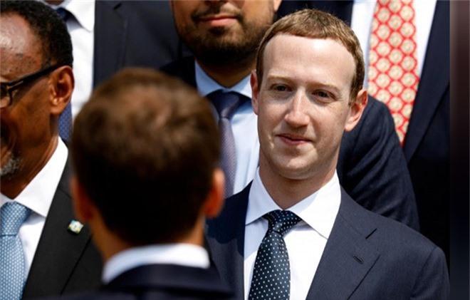 Co dong Facebook lai de nghi Mark Zuckerberg tu chuc hinh anh 1